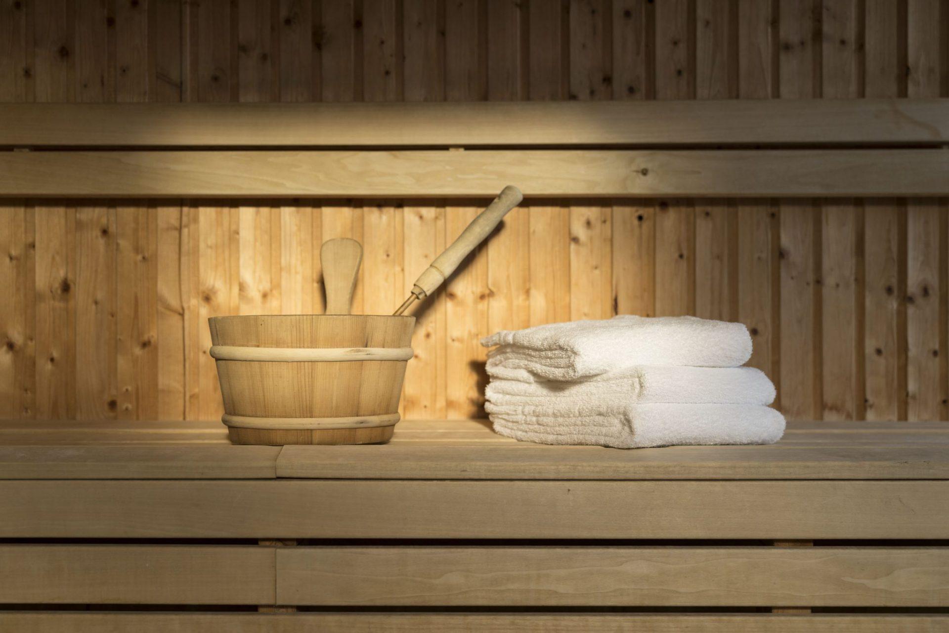 bastu hink och handduk